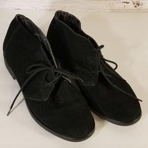 LIKE NEW Eddie Bauer shoes